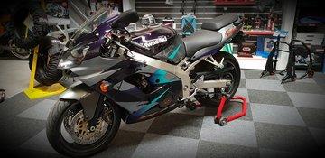 Kawasaki ZX9R 2002 / met kenteken en maar 18630 km !!